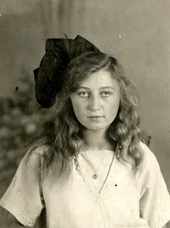 A portrait of Miep, around 1925.
