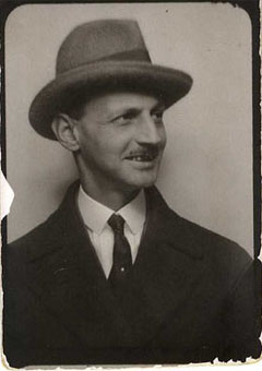Passport photo Otto Frank, around 1933.
